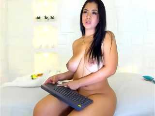 Latina caliente con vibrador en Webcam